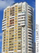 Купить «Двадцатичетырёхэтажный одноподъездный сборно-монолитно-панельный жилой дом серии И-155-Б. Новомарьинская улица, 38. Москва», эксклюзивное фото № 13041717, снято 29 июля 2015 г. (c) lana1501 / Фотобанк Лори