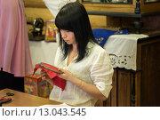 Купить «Девушка делает вышивку на обруче», фото № 13043545, снято 3 мая 2015 г. (c) Elena Odareeva / Фотобанк Лори