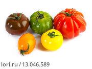 Купить «Разноцветные помидоры на белом фоне», фото № 13046589, снято 15 апреля 2013 г. (c) Morgenstjerne / Фотобанк Лори