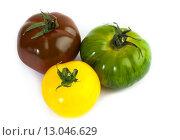 Купить «Три разноцветных помидора», фото № 13046629, снято 15 апреля 2013 г. (c) Morgenstjerne / Фотобанк Лори