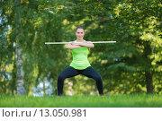 Спортивная женщина в летнем парке. Стоковое фото, фотограф Petri Jauhiainen / Фотобанк Лори