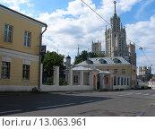 Купить «Гончарная улица. Москва», эксклюзивное фото № 13063961, снято 1 июля 2007 г. (c) lana1501 / Фотобанк Лори