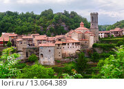 Купить «General view of catalan village - Besalu», фото № 13064389, снято 22 июля 2019 г. (c) Яков Филимонов / Фотобанк Лори