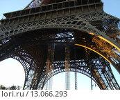 Эйфелева башня (2012 год). Стоковое фото, фотограф Сергей Антоневич / Фотобанк Лори