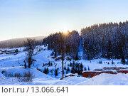 Зимний закат над заброшенной деревней, фото № 13066641, снято 8 февраля 2014 г. (c) Евгений Ткачёв / Фотобанк Лори