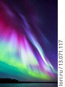 Купить «Яркое красочное северное сияние на ночном небе», фото № 13071117, снято 17 марта 2015 г. (c) Petri Jauhiainen / Фотобанк Лори