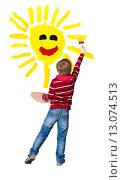 Купить «Young artist paints sun», фото № 13074513, снято 7 января 2015 г. (c) Владимир Мельников / Фотобанк Лори