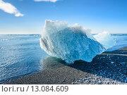 Купить «blue iceberg in Jokulsarlon glacier lake, South Iceland», фото № 13084609, снято 23 марта 2019 г. (c) PantherMedia / Фотобанк Лори