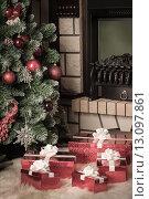 Купить «Новогодние подарки около елки», фото № 13097861, снято 4 ноября 2012 г. (c) Оксана Гильман / Фотобанк Лори