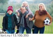 Купить «family with son and daughter», фото № 13100393, снято 24 сентября 2018 г. (c) Яков Филимонов / Фотобанк Лори