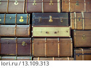 Купить «Wall of the retro suitcases», фото № 13109313, снято 28 июня 2014 г. (c) Ingram Publishing / Фотобанк Лори