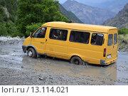 Микроавтобус застрял в сели (2014 год). Редакционное фото, фотограф Магомедарип Ибрагимов / Фотобанк Лори