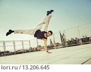 Купить «Strong man doing hard exercises», фото № 13206645, снято 6 сентября 2014 г. (c) Ingram Publishing / Фотобанк Лори