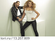 Strong man and his attractive blonde wife. Стоковое фото, агентство Ingram Publishing / Фотобанк Лори