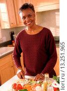 Купить «Senior woman slicing vegetables», фото № 13251965, снято 18 января 2019 г. (c) age Fotostock / Фотобанк Лори