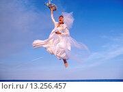 Купить «Ecstatic bride», фото № 13256457, снято 18 января 2019 г. (c) age Fotostock / Фотобанк Лори