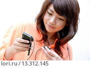 Купить «Teenage girl listening to music», фото № 13312145, снято 19 декабря 2007 г. (c) age Fotostock / Фотобанк Лори