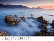 Купить «Dawn over the Seaward Kaikoura Mountain range from Kaikoura Peninsula, South Island, New Zealand, Pacific», фото № 13334457, снято 4 августа 2020 г. (c) age Fotostock / Фотобанк Лори