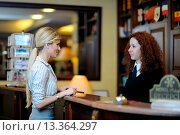 Купить «business woman at the reception of a hotel checking in», фото № 13364297, снято 24 июня 2019 г. (c) age Fotostock / Фотобанк Лори