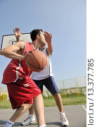 Купить «streetball basketball game with two young player at early morning on city court», фото № 13377785, снято 19 января 2020 г. (c) age Fotostock / Фотобанк Лори