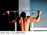 Купить «young man with strong arms working out in gym and representing their streinght and vitality», фото № 13398097, снято 17 октября 2018 г. (c) age Fotostock / Фотобанк Лори