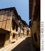 Купить «Old narrow street with typical houses in Frias. Burgos», фото № 13408013, снято 22 июля 2019 г. (c) Яков Филимонов / Фотобанк Лори