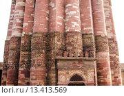 Часть башни  и арки Кутб Минар в минарете. Стоковое фото, фотограф Наталья Богуцкая / Фотобанк Лори
