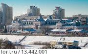 Нижний Новгород, вид на Нижегородскую ярмарку с Канавинского моста (2013 год). Редакционное фото, фотограф Евгений Захаров / Фотобанк Лори