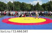 Купить «Татарская национальная борьба на поясах Куреш», видеоролик № 13444041, снято 22 марта 2019 г. (c) FotograFF / Фотобанк Лори