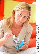 Купить «Woman taking an effervescent aspirin tablet.», фото № 13472369, снято 22 апреля 2018 г. (c) age Fotostock / Фотобанк Лори