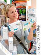Купить «Woman buying Alli medicine in pharmacy. Alli is a half_dose version of the diet drug Xenical Orlistat produced by GlaxoSmithKline GSK. First anti_obesity...», фото № 13479869, снято 26 мая 2019 г. (c) age Fotostock / Фотобанк Лори