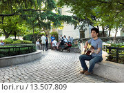 Купить «Liu Jian, a Taiwan folk singer and writer from China´s Henan Province singing in a park in China  Behind him old men play traditional games», фото № 13507809, снято 13 ноября 2018 г. (c) age Fotostock / Фотобанк Лори