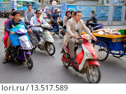Купить «China, Shanghai, Huangpu District, Sichuan Road, electric bike, motor scooter, traffic, Asian, man, street scene,», фото № 13517589, снято 25 мая 2019 г. (c) age Fotostock / Фотобанк Лори