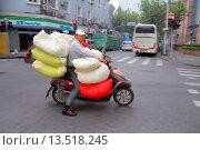 Купить «China, Shanghai, Huangpu District, Sichuan Road, Asian, man, electric motor scooter, sacks, transporting,», фото № 13518245, снято 25 мая 2019 г. (c) age Fotostock / Фотобанк Лори