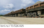 Купить «Грузовой поезд с песком», видеоролик № 13526025, снято 17 июля 2019 г. (c) Павел Котельников / Фотобанк Лори