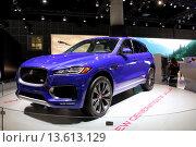 Купить «Внедорожник Jaguar F-Pace», фото № 13613129, снято 19 ноября 2015 г. (c) Роман Коротков / Фотобанк Лори