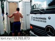 Купить «Man cleans toilet boxes on the Szigget Festival in Budapest», фото № 13765873, снято 18 апреля 2019 г. (c) age Fotostock / Фотобанк Лори