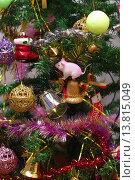 Новогодние игрушки и украшения на елке. Стоковое фото, фотограф Павел Бурочкин / Фотобанк Лори