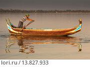 Купить «Fisherman rowing his boat on Taungthaman Lake, Amarapura, Mandalay, Myanmar, (Burma).», фото № 13827933, снято 8 июля 2020 г. (c) age Fotostock / Фотобанк Лори