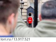 Купить «England, London, Buckingham Palace, Royal Guard at Buckingham Palace.», фото № 13917521, снято 19 августа 2018 г. (c) age Fotostock / Фотобанк Лори