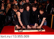Купить «Legendary band The Cure inducted into the RockWalk of Fame. Guitar Center - Hollwyood, California. April 30th, 2004. Photo by Patrick Rideaux/PicturePerfect...», фото № 13955009, снято 24 июля 2013 г. (c) age Fotostock / Фотобанк Лори