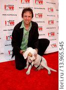 Купить «Kevin Nealon & River - West Los Angeles/California/United States - MUCH LOVE ANIMAL RESCUE SHOP ´TIL YOU DROOL BENEFIT», фото № 13965545, снято 30 апреля 2005 г. (c) age Fotostock / Фотобанк Лори