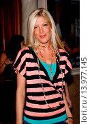 Купить «Tori Spelling Much Love Animal Rescue celebrity comedy benefit. Laugh Factory - Hollywood, California. September 29th, 2004. Photo by Patrick Rideaux/PicturePerfect», фото № 13977145, снято 25 июля 2013 г. (c) age Fotostock / Фотобанк Лори