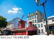 Купить «Paris - JULY 8, 2013: Moulin Rouge Cabaret famous red mill on J», фото № 14046609, снято 8 июля 2013 г. (c) Elnur / Фотобанк Лори