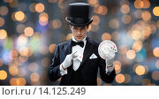 Купить «magician showing trick with playing cards», фото № 14125249, снято 12 сентября 2013 г. (c) Syda Productions / Фотобанк Лори