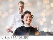 Купить «happy woman with stylist making hairdo at salon», фото № 14137397, снято 15 февраля 2015 г. (c) Syda Productions / Фотобанк Лори