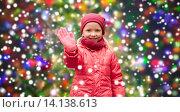 Купить «happy little girl waving hand over christmas snow», фото № 14138613, снято 10 октября 2015 г. (c) Syda Productions / Фотобанк Лори