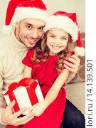 Купить «smiling father and daughter holding gift box», фото № 14139501, снято 26 октября 2013 г. (c) Syda Productions / Фотобанк Лори