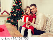 Купить «smiling father and daughter holding gift box», фото № 14157753, снято 26 октября 2013 г. (c) Syda Productions / Фотобанк Лори