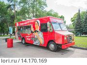 Купить «Летнее кафе на ВДНХ», эксклюзивное фото № 14170169, снято 12 июня 2015 г. (c) Владимир Князев / Фотобанк Лори